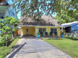 Island Cottage w/ optional golf cart rental