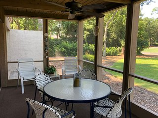 SEA PINES/HARBOUR TOWN, SPACIOUS, IMMACULATE, PARK IN FRONT, PRIVATE AND QUIET!