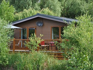 Loobys Lakeside Lodge with private Hot Tub