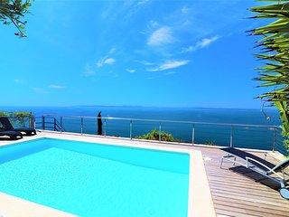 Casa moderna de 5 habitaciones con vistas espectaculares y piscina privada - Ver