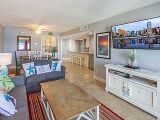 Chic Coastal Retreat - Fully remodeled Beachfront Condo (617)