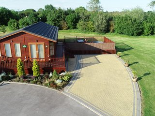 The Ryedale Lodge, with hot tub. Malton