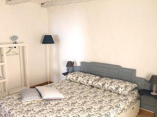 Letto comodo, camera tutta nuova e atmosfera di una volta.