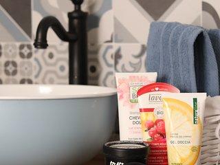 Prodotti biologici e doccia doppia: un bagno da re!