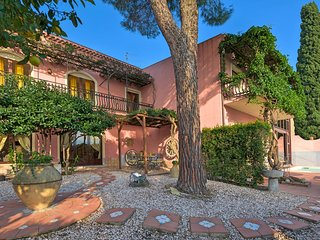 Taormina Villa Sleeps 10 with Pool Air Con and WiFi - 5803305