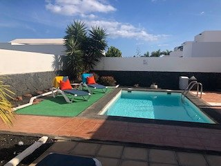 Super Playa Blanca villa near the sea with heated pool free wifi & UK tv