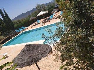 Casa Rural para 6 personas, 2 dormitorios, piscina compartida,-vistas sierra