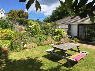 Stylish holiday home with garden and parking - on the St Ives coast