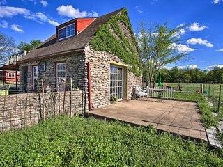NEW! Cozy Rock Cottage w/Deck -12 Mi to Dwtn Tulsa