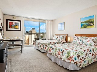 Bright Lush Scenic Condo w/ Pool, Hot Tub, WiFi, & Lanai