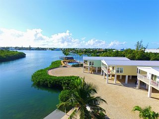 Direct Waterfront Luxury Vacation Home sleeps 10 Pool Hot-Tub Dock Family Fun!