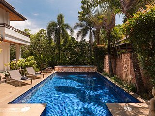 Royal Orchid Villa - Modern 3 Bed, Private Pool easy walk to shops & restaurants