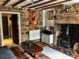 Self contained Snug in Cromford, all amenities and public transport Pets welcm
