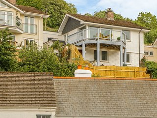 2 CHEQUERS COTTAGES, Terrace, Open-plan living, WiFi, Noss Mayo