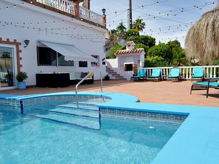 Modern Luxury 1 bed apartment, Pool & Hot tub, stunning views, relaxed location