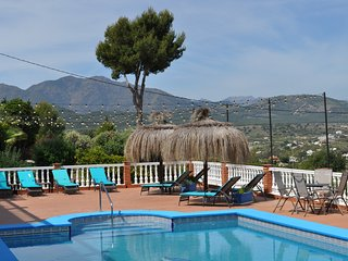 Modern 2 bed Apartment, Pool &  hot tub, Stunning views, perfect for families