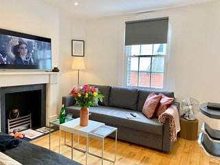 NEW! BEST LOCATION! 3BEDS/1BEDR/1BATH COVENT GARDEN! 5min subway