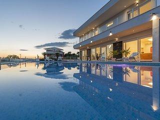 Luxury Villa Zen with Heated Pool