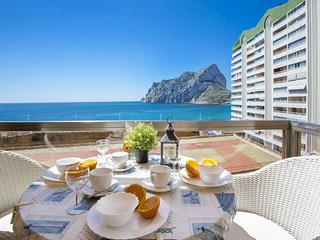 Seafront apartment with sea views close to the beach in Calpe