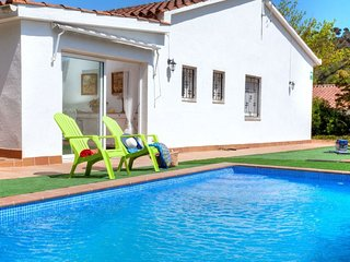 4 bedroom Villa with Pool, WiFi and Walk to Beach & Shops - 5770521