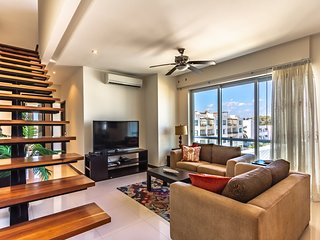 Oasis 12-Luxurious 2bdr Penthouse+gym+WiFi+pool close to 5th Ave and the beach