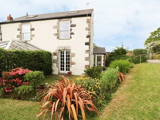 THE COTTAGE, country views, off-road parking, near Goldsithney