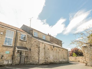 THE OLDE STABLES, WiFi, open-plan, Warkworth