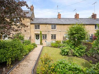 Robin Cottage is an immaculate Cotswold stone cottage, in a picturesque village