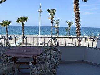 Magnífico piso en primera línea de playa en La Herradura