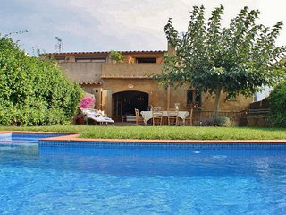 Holiday town house with private pool in Begur center, Costa Brava – CB253