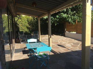 Studio 2* tout confort,terrasse, parking, piscine, wifi, la nature et le calme