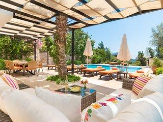 Villa Rose Kalkan, 3 bedrooms, all en-suite, no car needed, pool and views