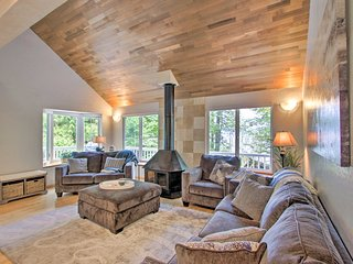 NEW! PNW Shelton Home w/Kayaks, Grill & Pvt. Beach