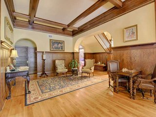 Experience History, Historic 1912 Mansion, Frank Lloyd Wright Inspired, over 6,0