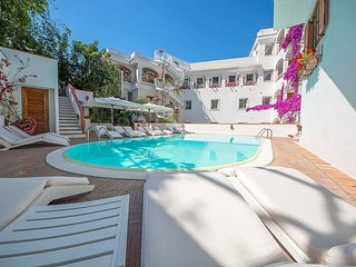 Minori Villa Sleeps 4 with Pool Air Con and WiFi - 5229073