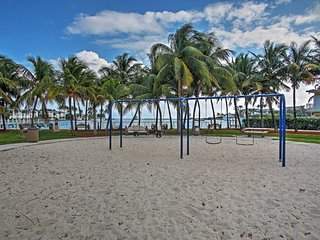 Large Pompano Home w/Pool 1 Block to Private Beach