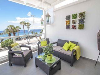 Oceano Apartment overlooking promenade and Playa Grande