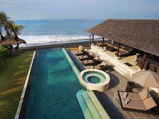 Villa Rosita - Magnificent Beachfront Villa with Jacuzzi, Gym and Car/Driver