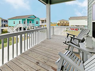 Beautiful Cottage w/ Pool & Deck, Near Marina & Minutes to Rockport Beach