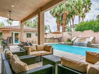 Chic Estate - Private Pool, Hot Tub, Game Room, Casita, 1 Block to Downtown