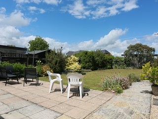 BOURNECOAST: BUNGALOW LOCATED NEAR TO AVON BEACH WITH LARGE LAWN GARDEN -HB6204