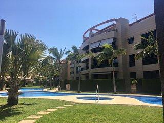 Apartamento en urbanizacion con Paddel, Gimnasio, Sauna, piscinas y jardines.