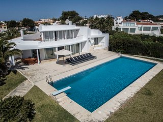 4 bedroom Villa with Pool, WiFi and Walk to Beach & Shops - 5802781