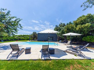 Loft Est - Independent  accommodation in the greenery with swimming pool.
