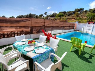 4 bedroom Villa with Pool, WiFi and Walk to Beach & Shops - 5770519