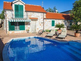 Holiday home Niva - Three Bedroom Holiday Home with Outdoor Pool