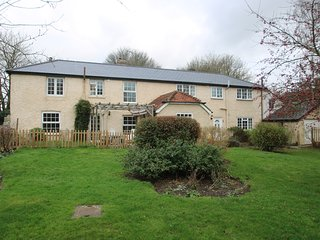 Beautiful and Spacious 5 Bedroom house, sleeps 10 in picturesque village ref#411