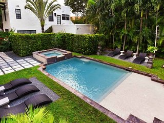 Charming & Historic 2 bedroom & Pool Miami Home