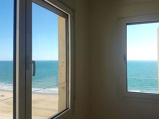 Apartmento  fantastico  en la playa. Fantastic flat overlooking the beach