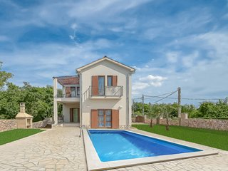 3 bedroom Villa with Pool, Air Con, WiFi and Walk to Shops - 5802495